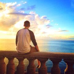 Tyler Hilinski watching a beautiful sunset.